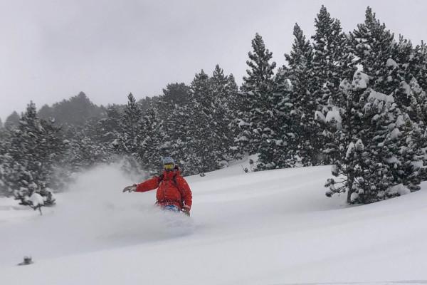 Bon Snowboard poudreuse pyrénées!