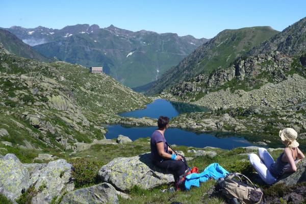 Déconnexion en montagne lac sommets