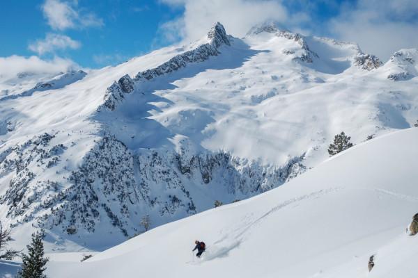 cours de ski en classe de neige dans les Pyrénées