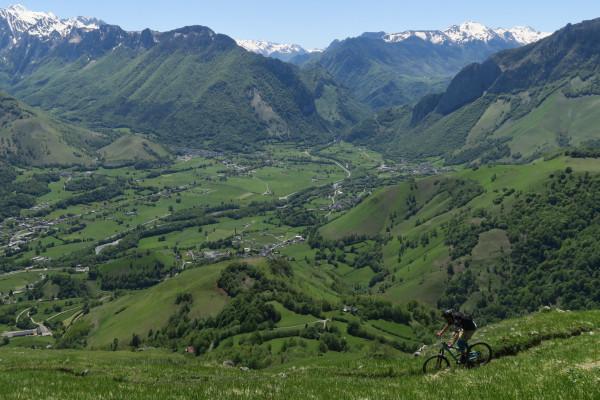 les fabuleux paysages des vallées pyrénéennes en VTT