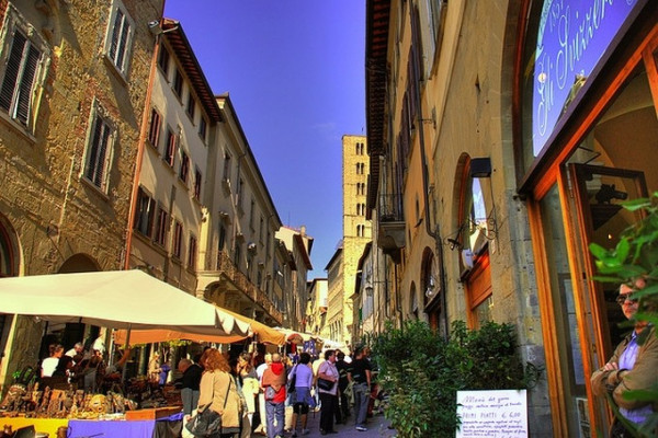 THE CHARM OF THE ETRUSCAN CITIES: Arezzo and Cortona