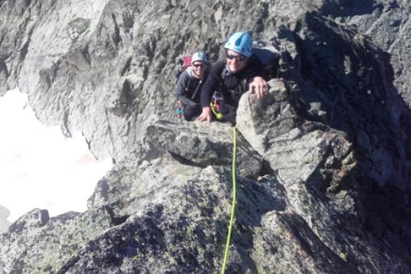 Au sommet pour une vue plongeante au bout de la corde