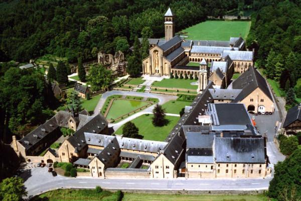 Un voyage dans le temps au Luxembourg et en Belgique (combi)