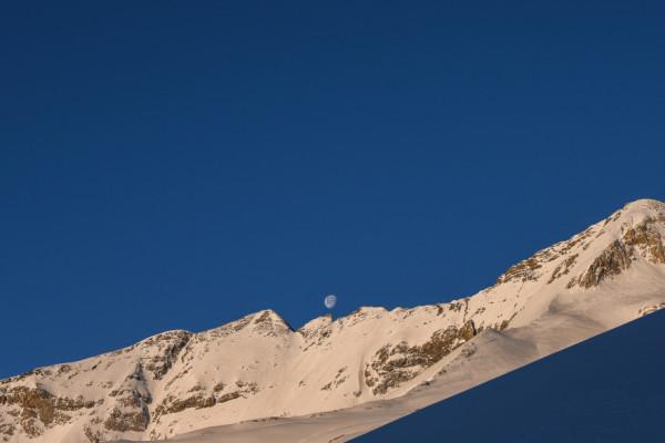Lune Pyrénées neige