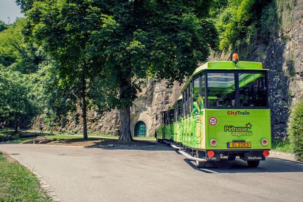 kleiner Touristenzug Pétrusse Express im Pfaffenthal