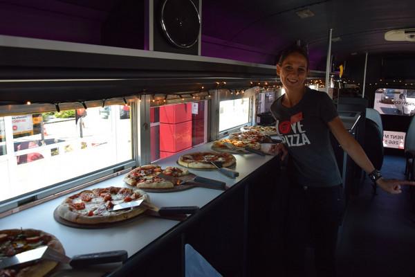 Pizzaverkostung im Cool Bus