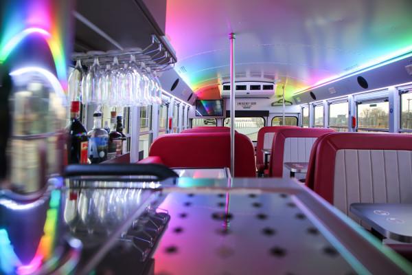 Interieur im amerikanischen Stil des Dinner Hopping Busses