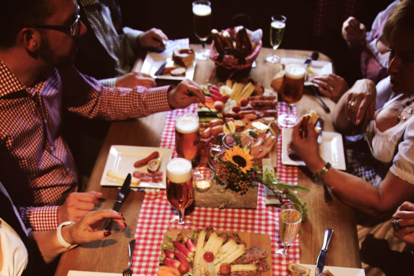 Bayerischer Abend mit Freunden im Lentz'en Chalet