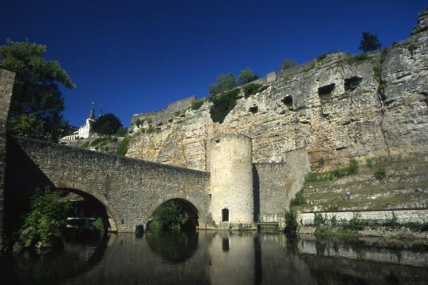 fortifications de la vieille ville à Luxembourg
