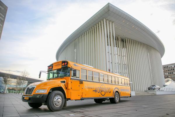 Bus Dinner Hopping devant la Philharmonie