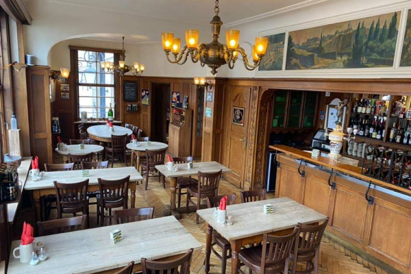 Inside view restaurant Mousel's Cantine