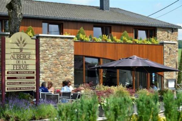 Terrace Auberge de la ferme in Rochehaut sur Semois
