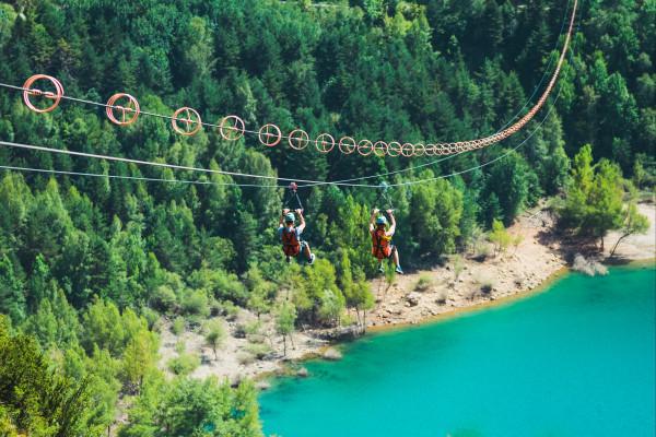 Pour finir le séjour en beauté : la plus grande tyrolienne double d'Europe !