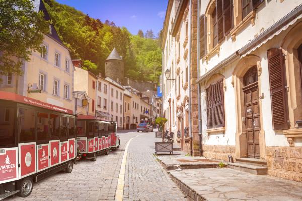 Vianden Express touristischer Zug zur Besichtigung der Stadt Vianden