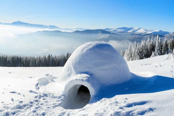 Construction d'igloo dans les Pyrénées