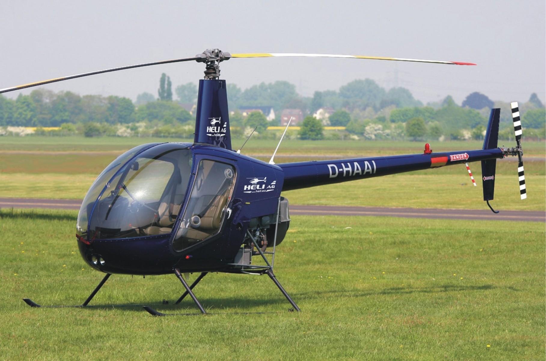 Pilot im Hubschrauberflug bei Dortmund in Marl