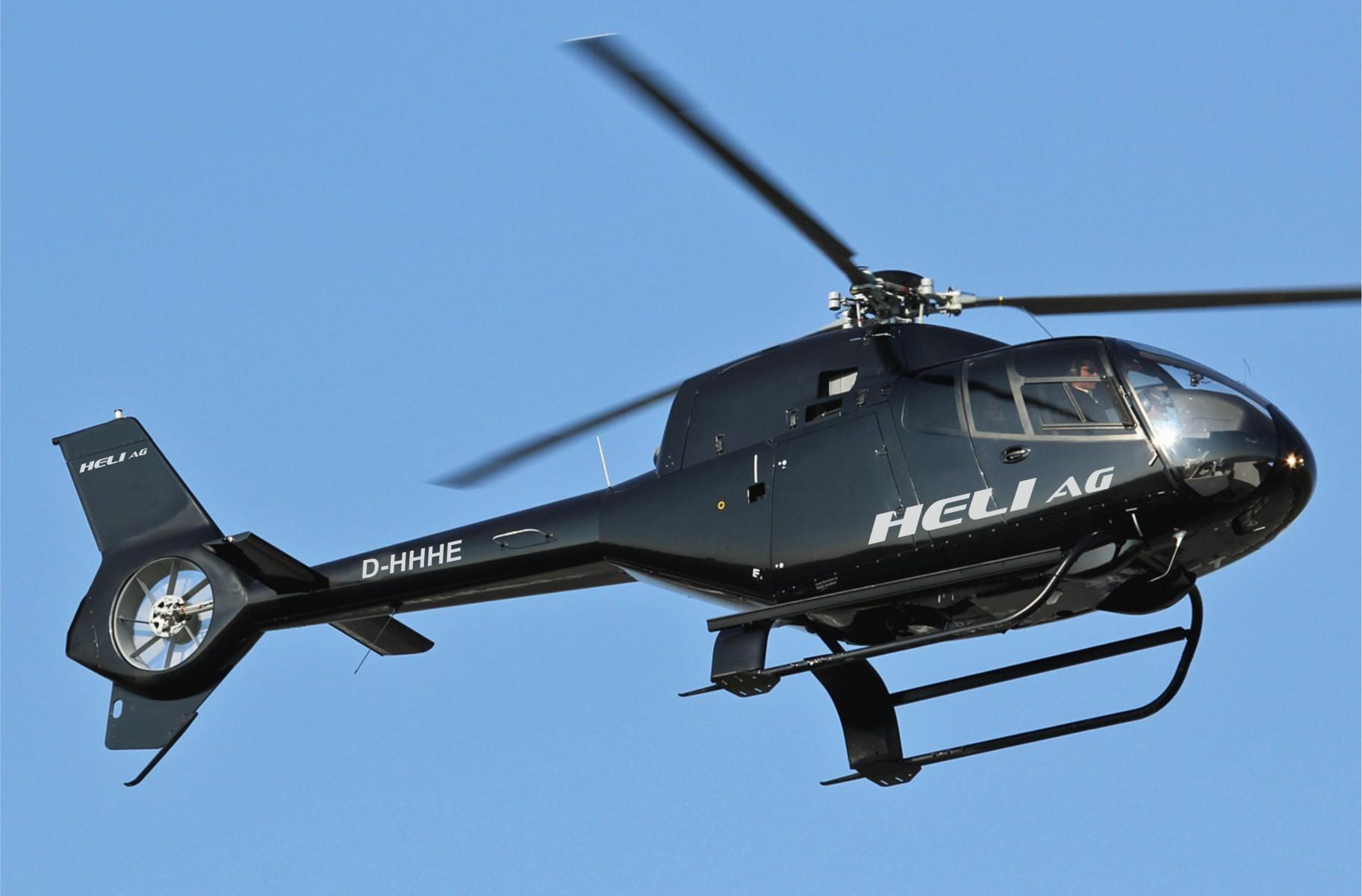 Pilot im Hubschrauberflug bei Bremen in Damme