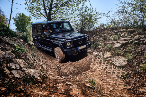 Theoretical/practical introduction to the basics of Off-Road driving with experienced instructors