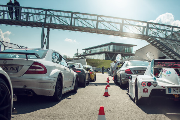 Introduction to the basics of sporty driving on the Racetrack