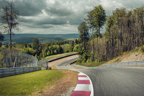 4.2 kilometres of Track - 19 curves - 44 crests and pits = driving fun guaranteed