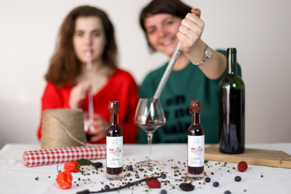 Creawine® workshop : create your own wine and leave with your own personalized bottle.