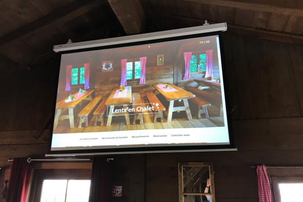 beamer with projection screen at Lentz'en Chalet