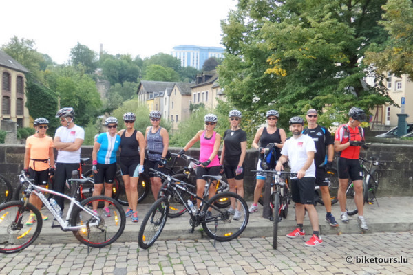 Group picture - guided MTB tour Grund Luxembourg