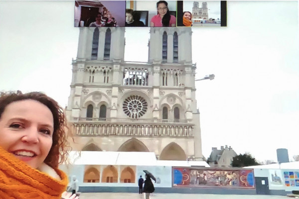 Your screen with Guide in front of Notre Dame Cathedral