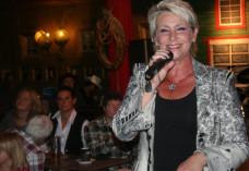 Fan-Abend mit Schlagerstar Claudia Jung in Dasing um Western City Dasing