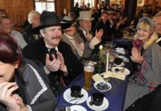 Tribute-Veranstaltung 2015: Viele Besucher im Saloon um Western City Dasing
