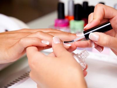 Nagelpflege und -design
