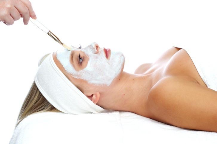 Beauty-Paket Nürnberg - Gesichts- und Nagel-Behandlung