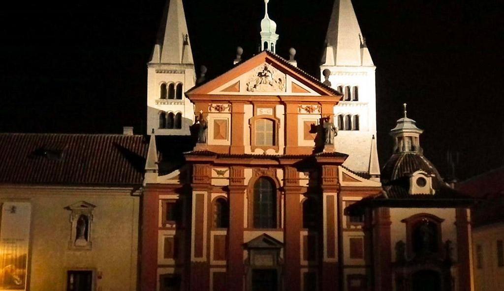 Prager Burg nach Sonnenuntergang