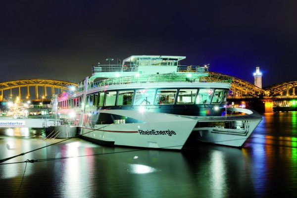 Abendliche Panorama-Schifffahrt in Köln