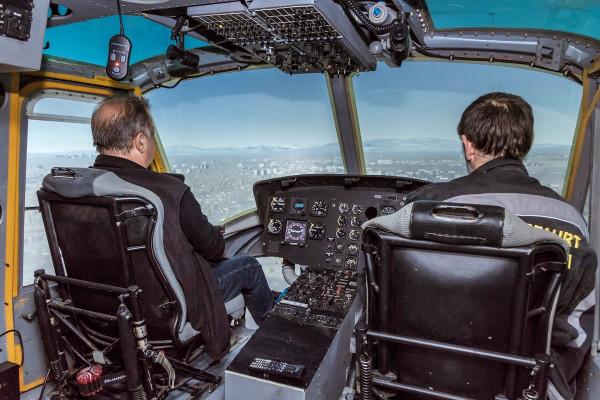 Nach einer kurzen Einweisung steuern Sie nach kurzer Zeit den Hubschrauber bereits selbst!
