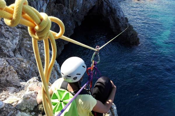 Abseilen bei Coasteering - Küsten-Klettern auf Mallorca