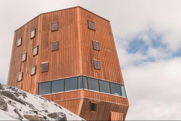 Die neue Schwarzensteinhütte auf 3030 Meter