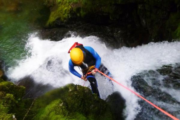 Hohe Abseilstellen beim Canyoning im Schwarzwasserbach mit MAP-Erlebnis