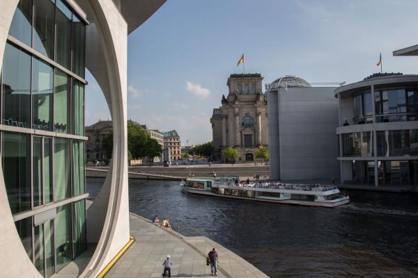Schifffahrt - die klassische City-Tour auf der Spree (1 Std.)