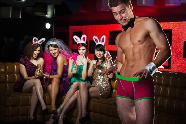 Private Strip-Show im Party-bus für Dich und Deine Mädels