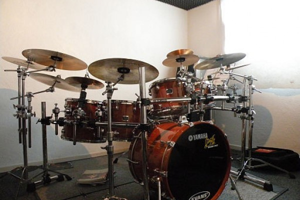 Yamaha_Oak_Drumset_1_popup_1600_x_1200