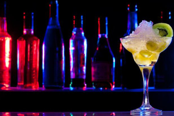 Klassiker mixen beim Cocktail-Kurs in Köln