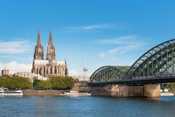Bus-Stadtrundfahrt durch Köln