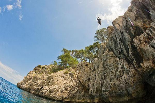 Klippenspringen an der Steilküste von Mallorca
