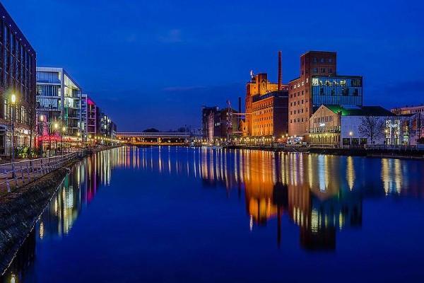 Abendstimmung am Innenhafen in Duisburg