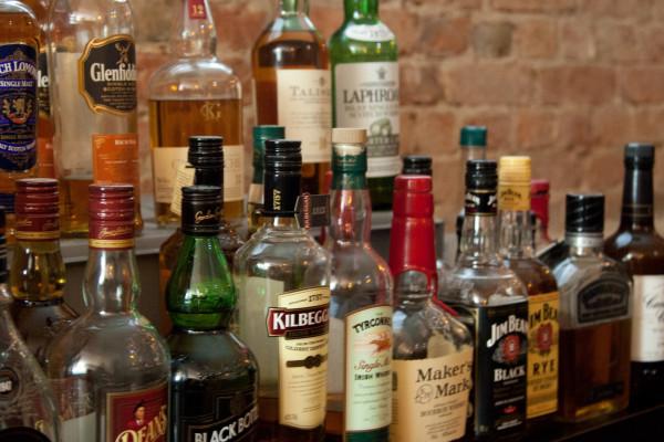Auswahl verschiedener Whisky-Sorten für die Whisky-Verkostung in Berlin
