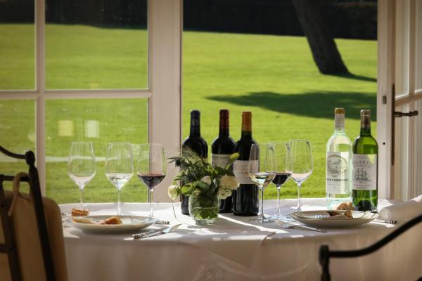 du vin blanc sec et du vin rouge