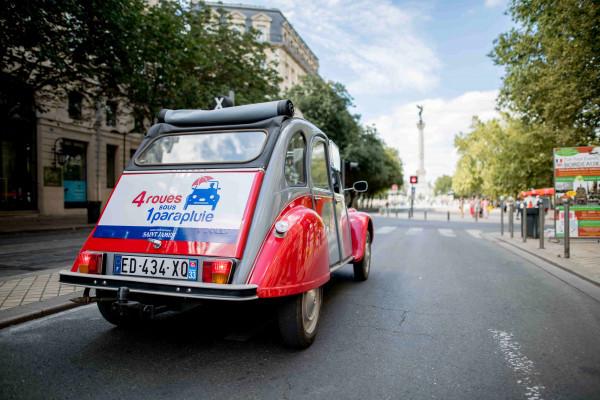 Une de nos 2CV dans Bordeaux