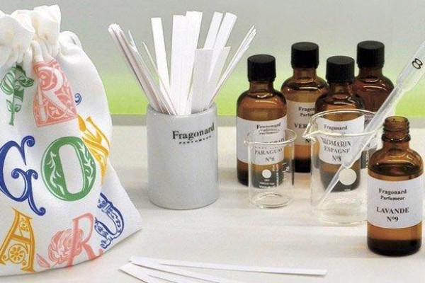 """Bon cadeau """"Atelier apprenti parfumeur"""""""