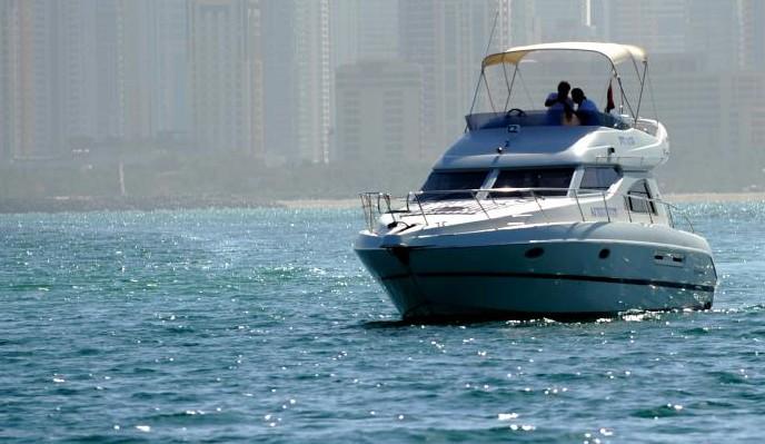 Schiffsfahrten Kreuzfahrten und Bootsverleih in Dubai ✔